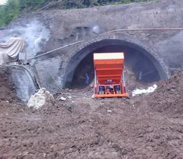 中铁承建北草帽山隧道 使用知信自动上料喷浆机